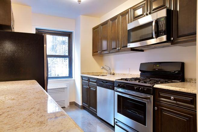 Open Kitchen at 121 Madison Avenue in NYC - Apartments for rent