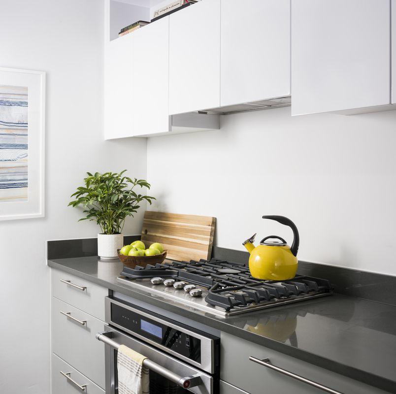 Apartments for rent at 181 Front - Kitchen with oversize oven