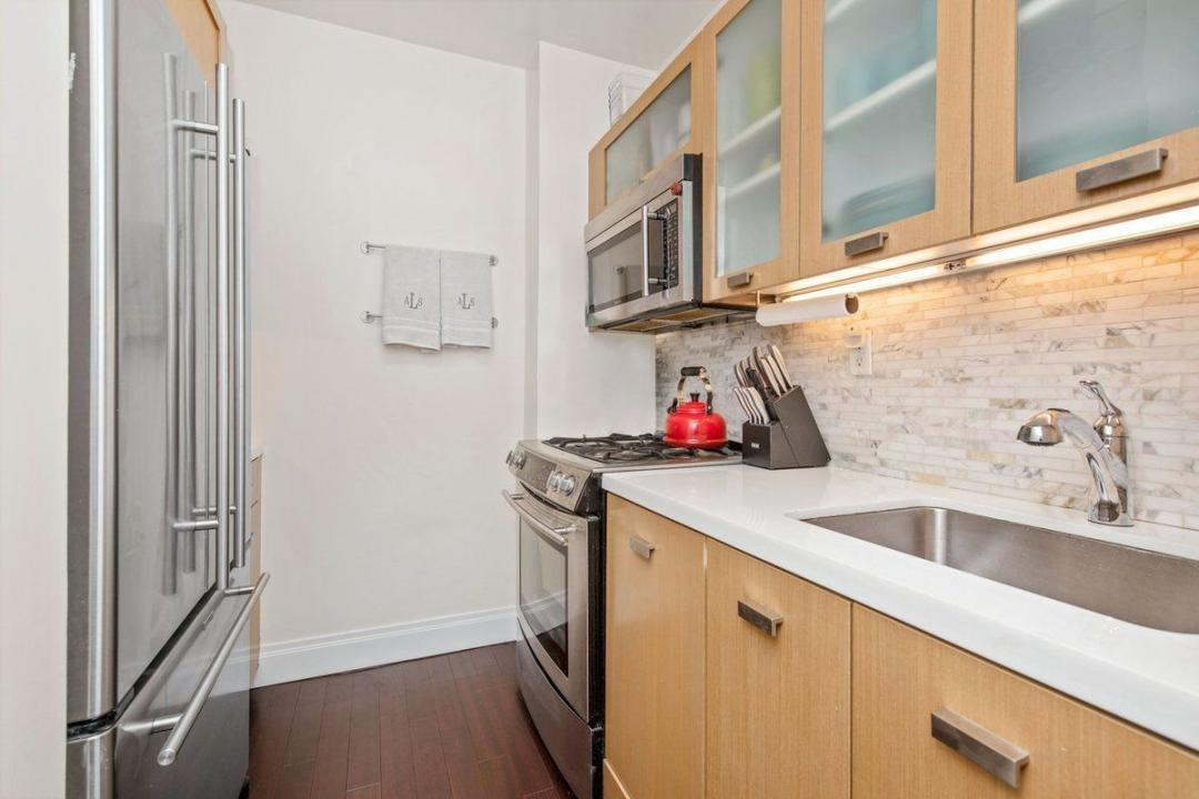 Apartments for rent at 212 East 47th Street - Kitchen