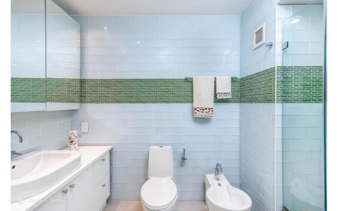 Apartments for rent at 3 Lincoln Center - Bathroom