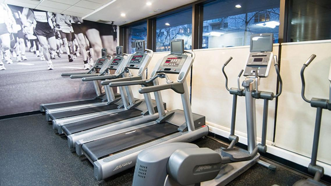 300 East 39th Street Fitness Center - Manhattan Rental Apartments