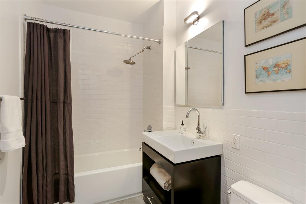 30 Washington Street Apartment Bathroom