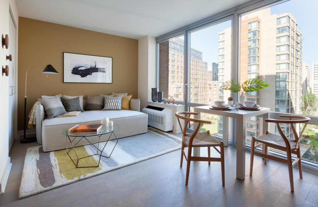 Apartments for rent at Riverwalk Point in NYC - Living Room and Dining area
