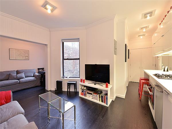 Livingroom at 65 Bank Street in Manhattan - Condos for rent