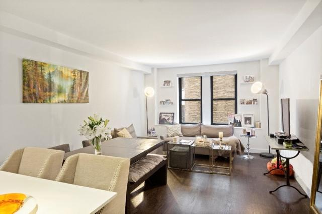Windermere West End Av - Living room - Upper West Side Manhattan
