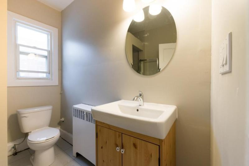 Apartmets for rent at 85 John Street - Bathroom