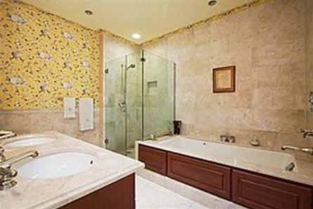 The Beekman Regent apartments Bathroom
