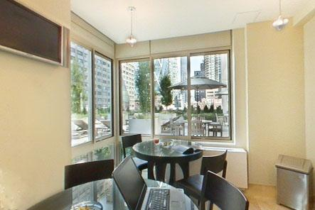 The Marc Breakfast Room - Clinton Apartment Rentals