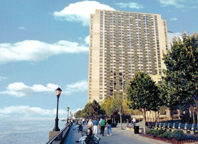 200 Gateway Plaza Building – Battery Park City Apartment Rentals