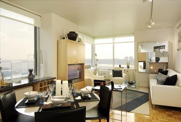 Dining Area view of Apartments Rentals at Trump Place