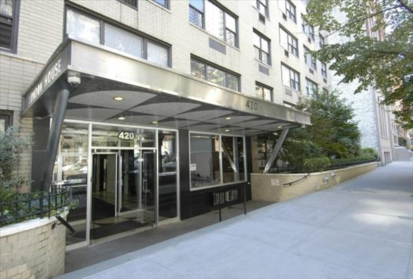London House Entrance – Upper East Side Rental Apartments