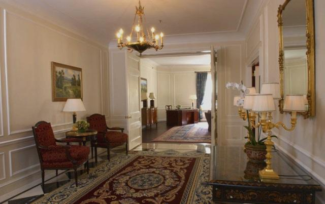 The Waldorf Towers Entry Gallery - Manhattan Apartments for rent