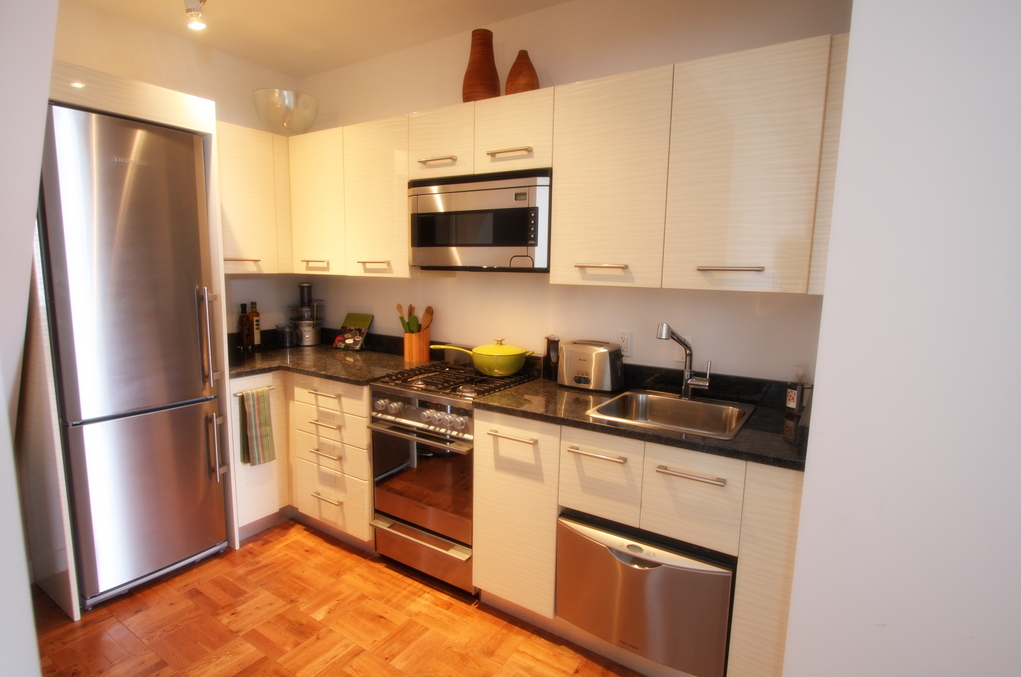 Rental Apartments at 20 Exchange Place Kitchen