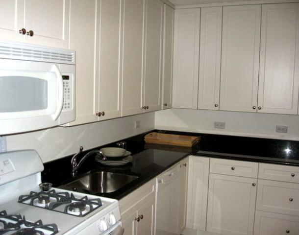 355 South End Avenue Kitchen – Manhattan rental Apartments