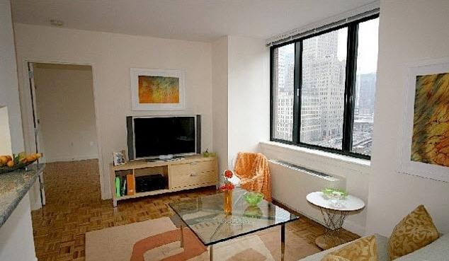 450 North End Avenue Living room - Manhattan Rental Apartments