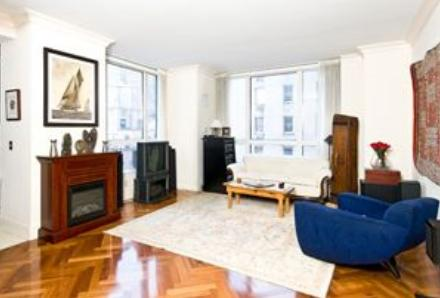 Living Room view of Apartments Rentals at The Beekman Regent