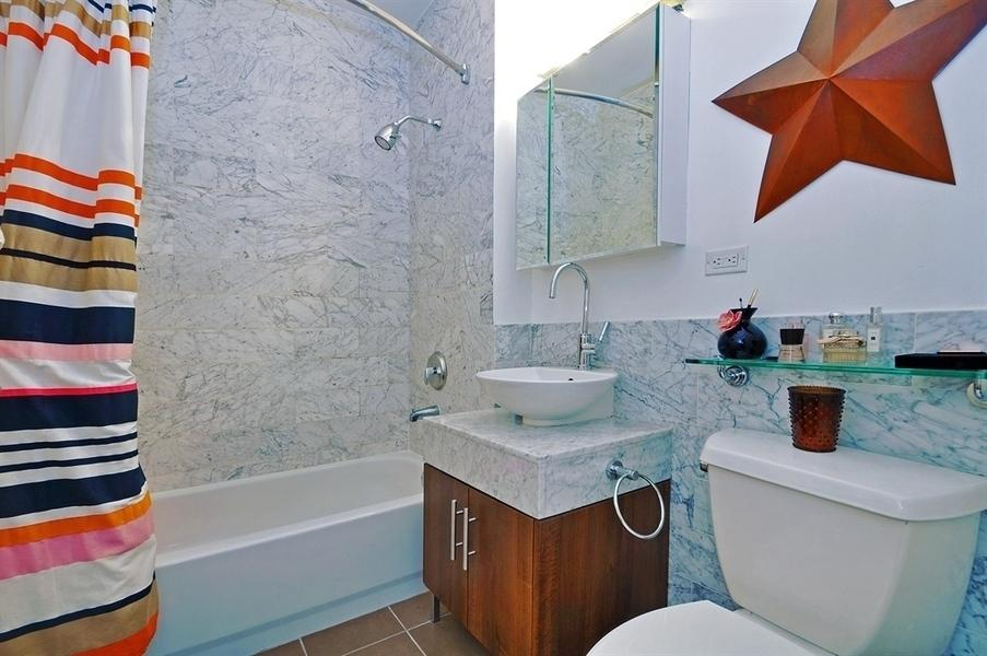 Bathroom - Cocoa Exchange Rentals - Wall Street