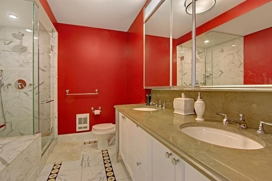 205W76 Rentals on the UWS - Bathroom