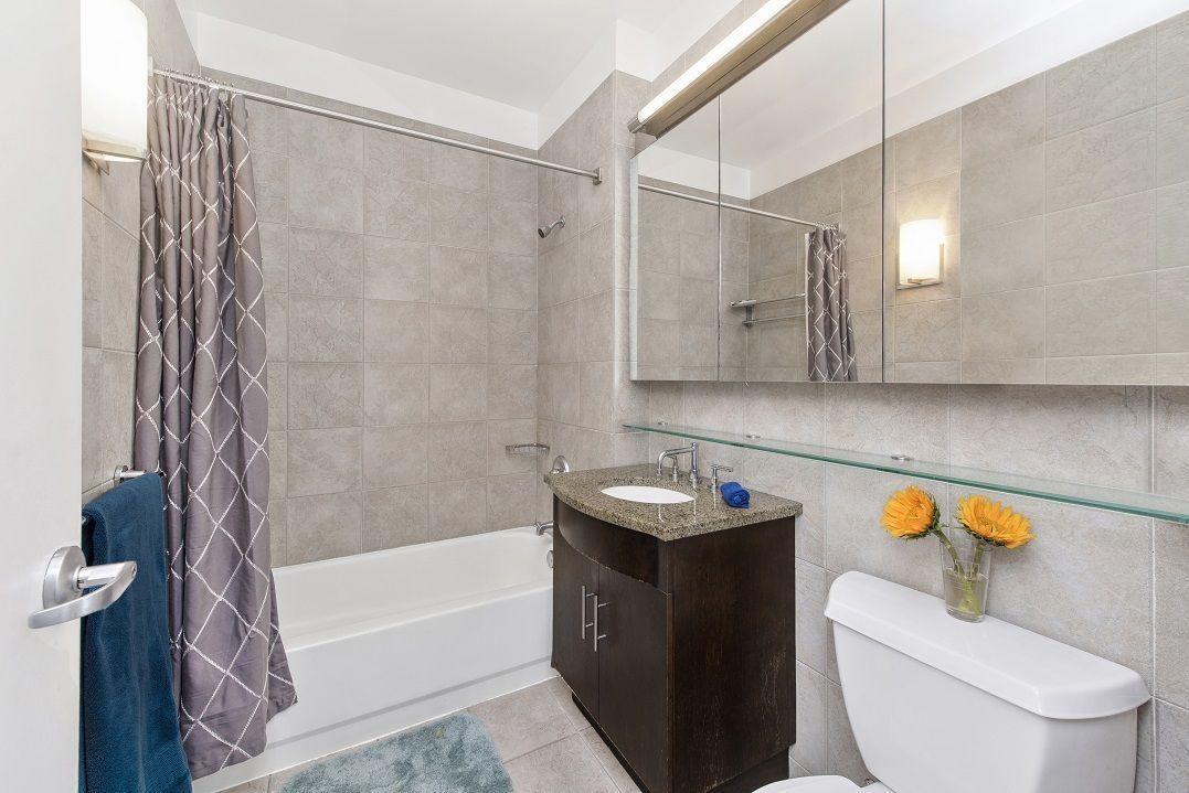 Bathroom at The South Star - 80 John Street