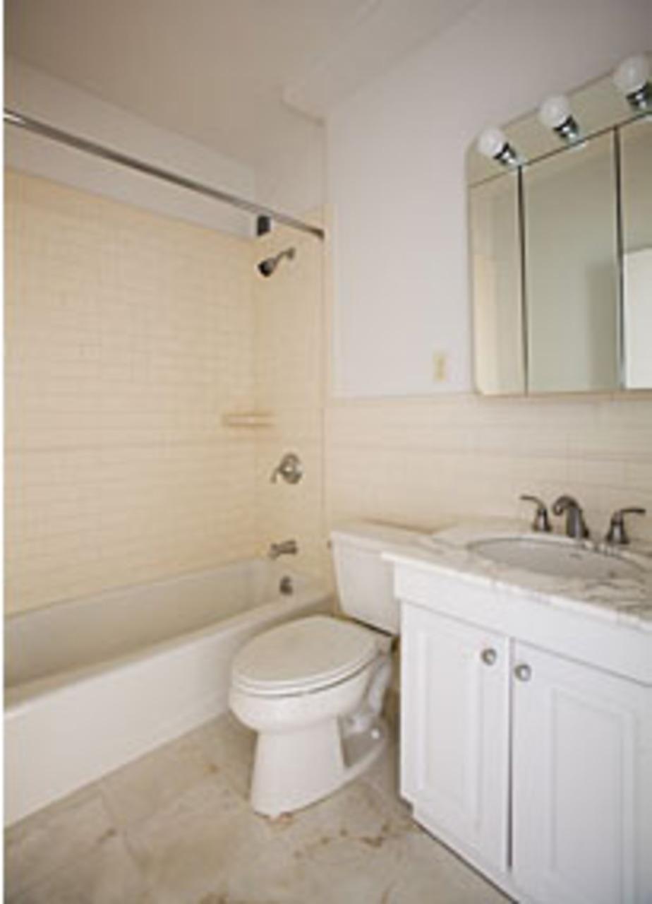 4 Park Avenue Bathroom - Manhattan Rental Apartments