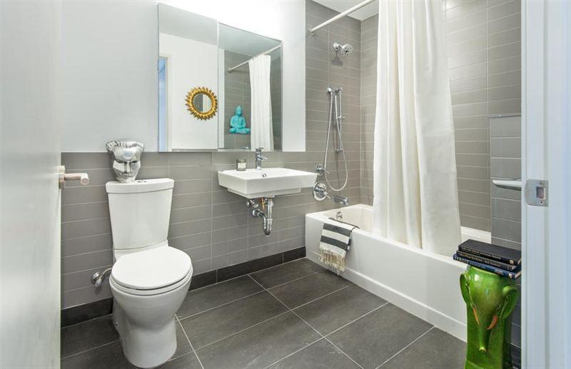 Bathroom 64 Bayard Street - Rentals Brooklyn