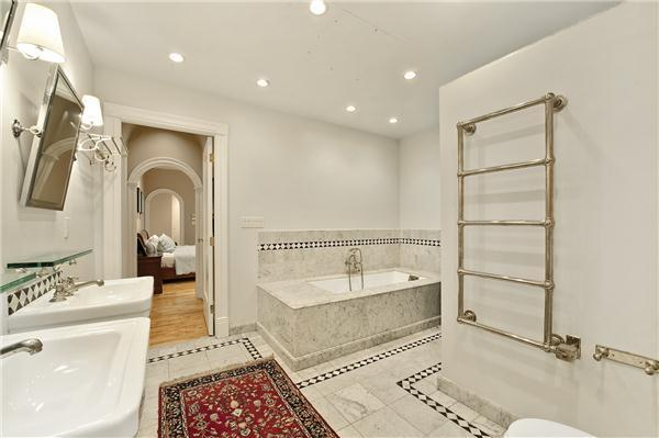 Bathroom in 652 Broadway, Apartment 3