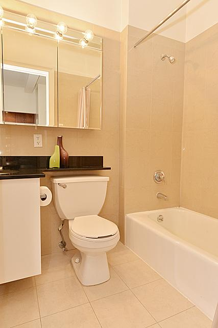 Bathroom - 228 West 71th Street - Upper West Side - Manhattan - Rentals