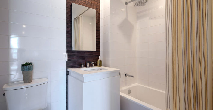 Bathroom with bathub- Landmark Park Slope- Brooklyn condo for rent