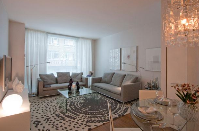 Crystal Green Livingroom - Rent Luxury Apartments in Midtown NYC