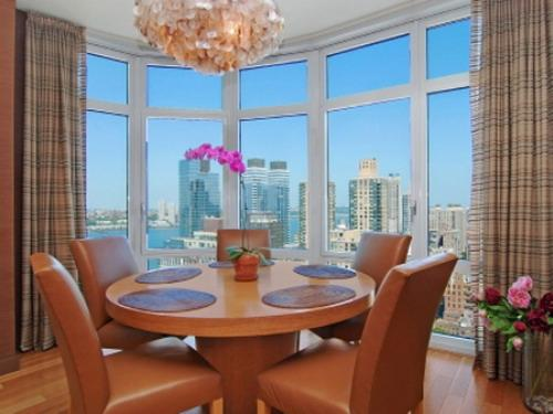 555 West 59th Street Dining Area – Manhattan New Condos