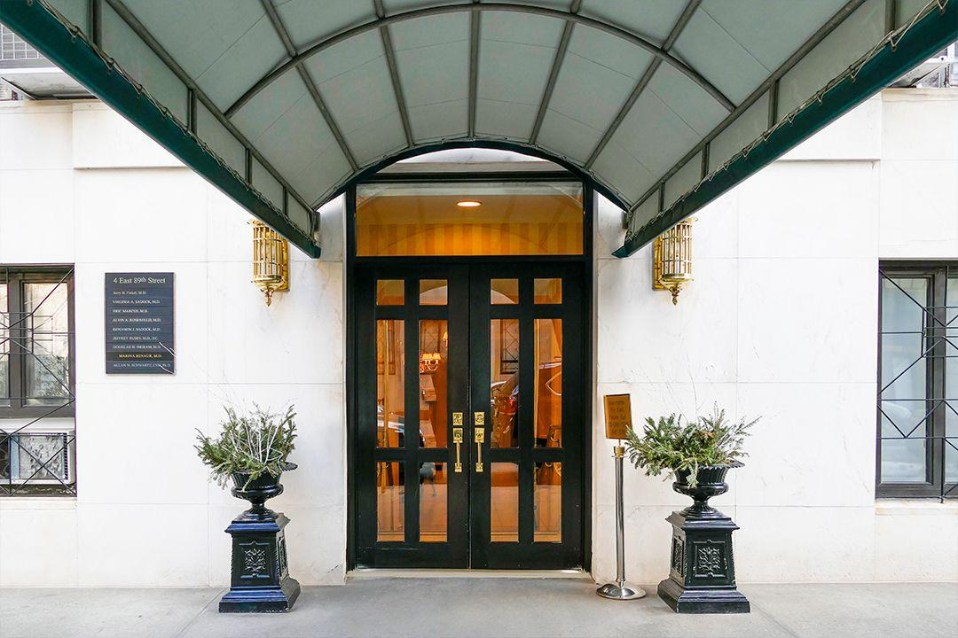 Entrance at 4 East 89th Street