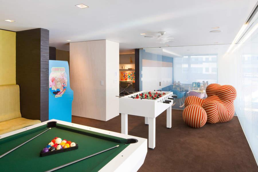 Entertainment Area at The Laurel - 400 East 67th Street