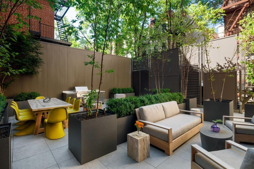 Garden at 389 East 89th Street