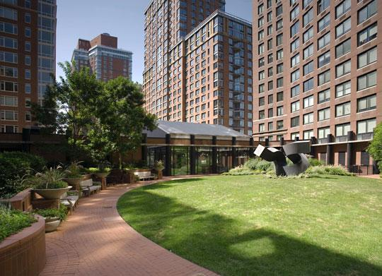 Garden at 400 Chambers street - Tribeca Park