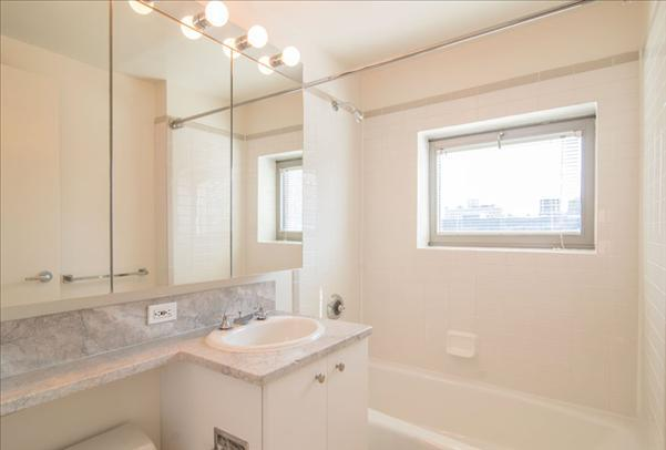 Condos for rent at 400 West 37th Street in Clinton - Bathroom