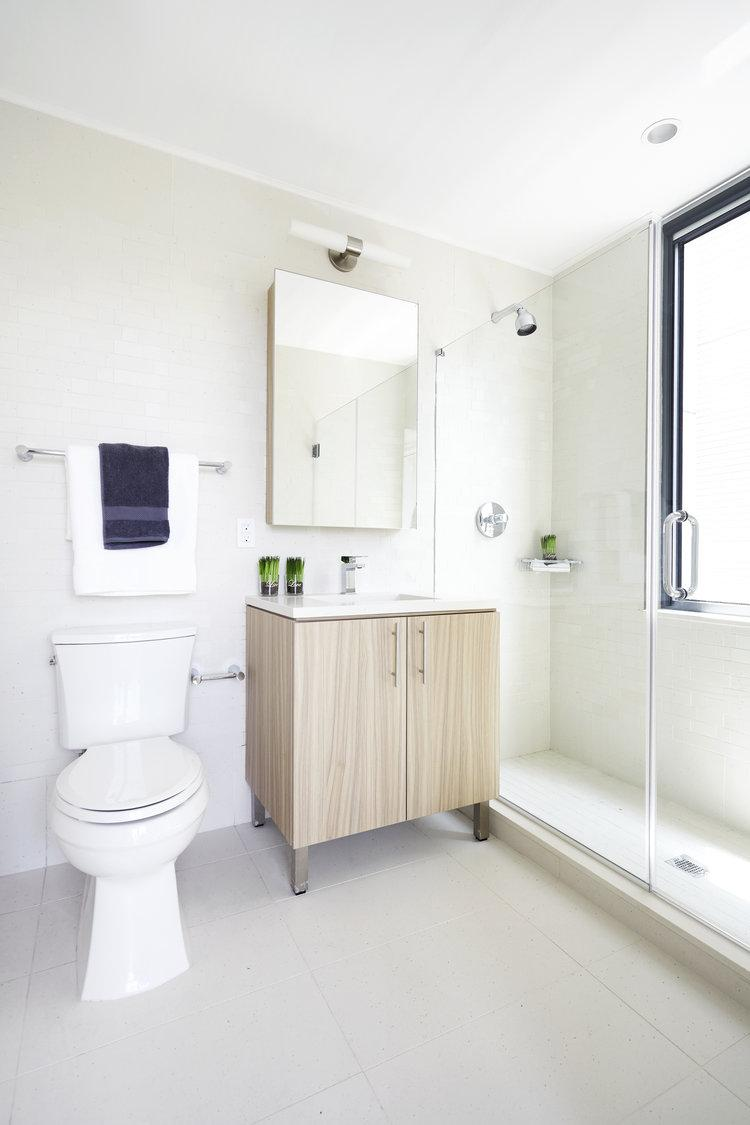 Rentals at Huis24 in Long Island City - Bathroom