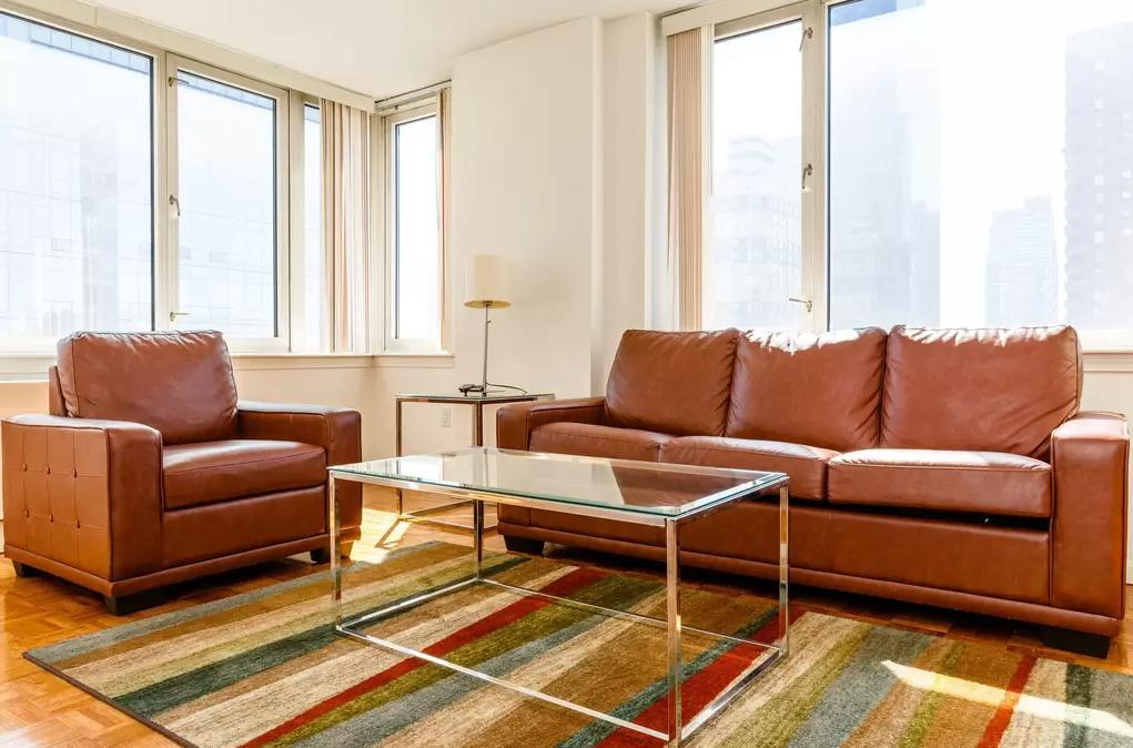 Ivy Tower Sitting Room - Manhattan Apartments for rent