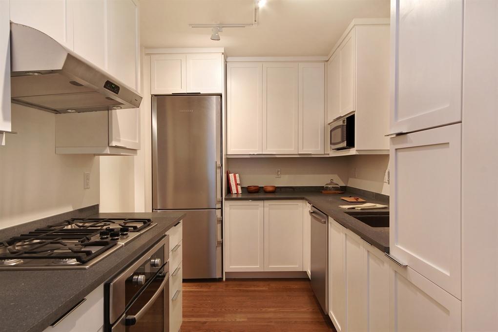 422W20 - Kitchen Chelsea Condos