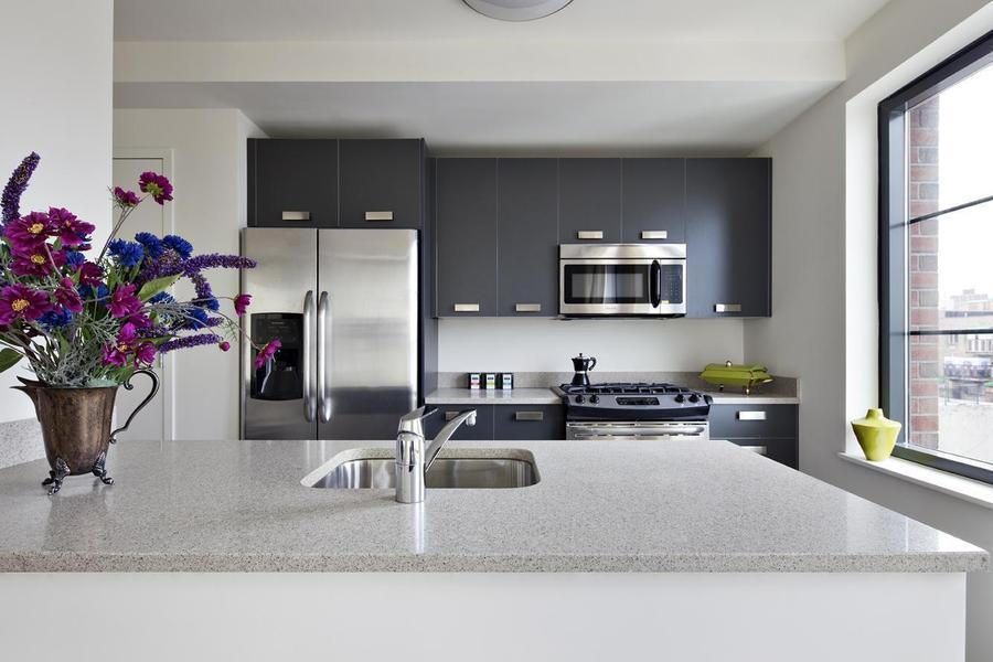 Kitchen - 15 Dunham Place Condos