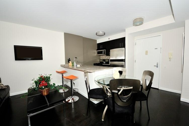 Kitchen and Dining Room - 21 Chelsea Condos for Rent