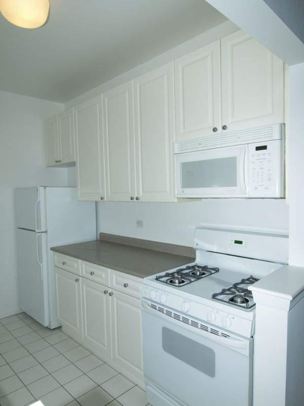 Kitchen - 75 West Street - Financial District - Apartment For Rent