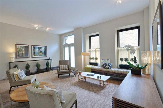 422W20 - Living Room Chelsea Condos