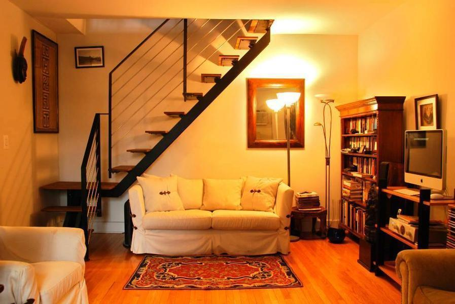 184 Thompson Street Rentals in Greenwich Village Living Room