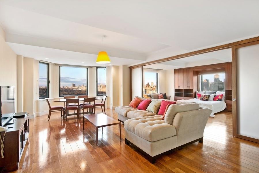 Living Room - The JW Marriott Essex House - Luxury Rentals