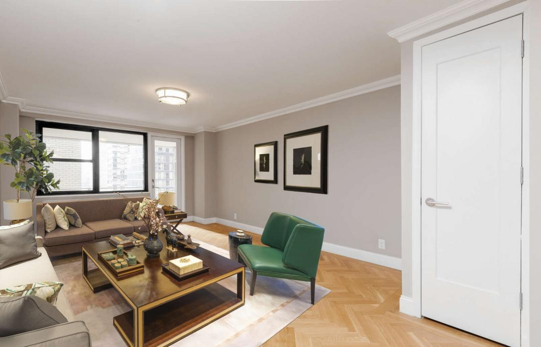 Living room at Lexington Towers - 160 East 88th Street