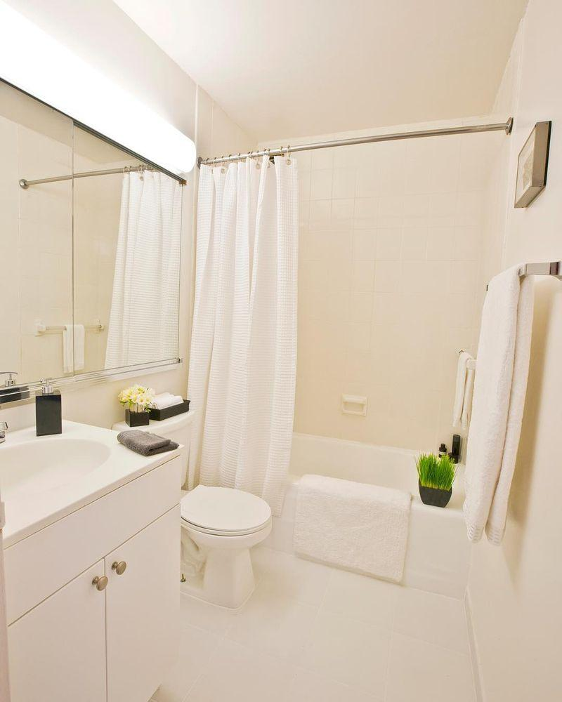 Apartments for rent at Murray Hill Marquis - Bathroom