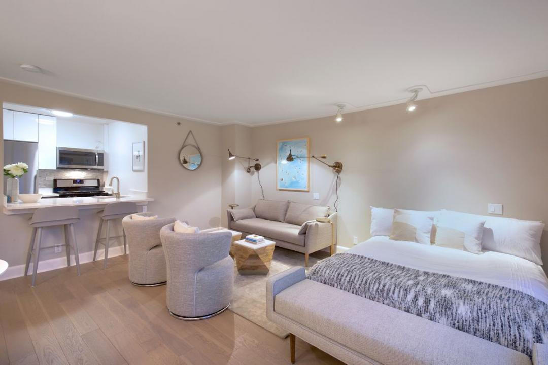 Apartments for rent at Murray Hill Marquis - Living room