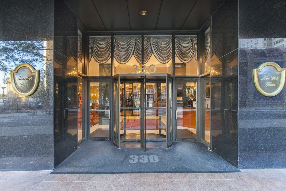 Apartments for rent at 330 East 39th Street in NYC - Entrance