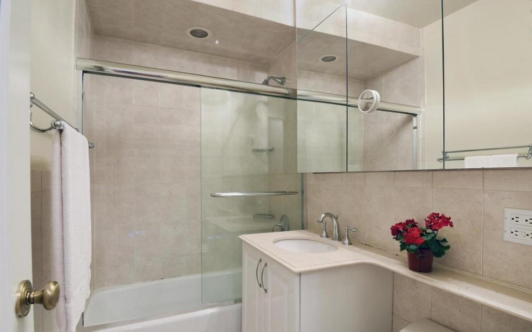 Apartments for rent at One Lincoln Plaza - Bathroom