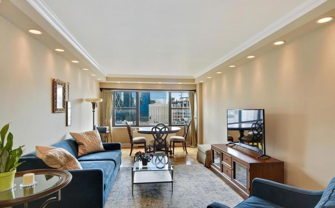Apartments for rent at One Lincoln Plaza - Living Room